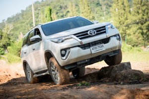 All-New-Fortuner-Off-Road_0019