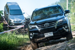 All-New-Fortuner-Off-Road_0022