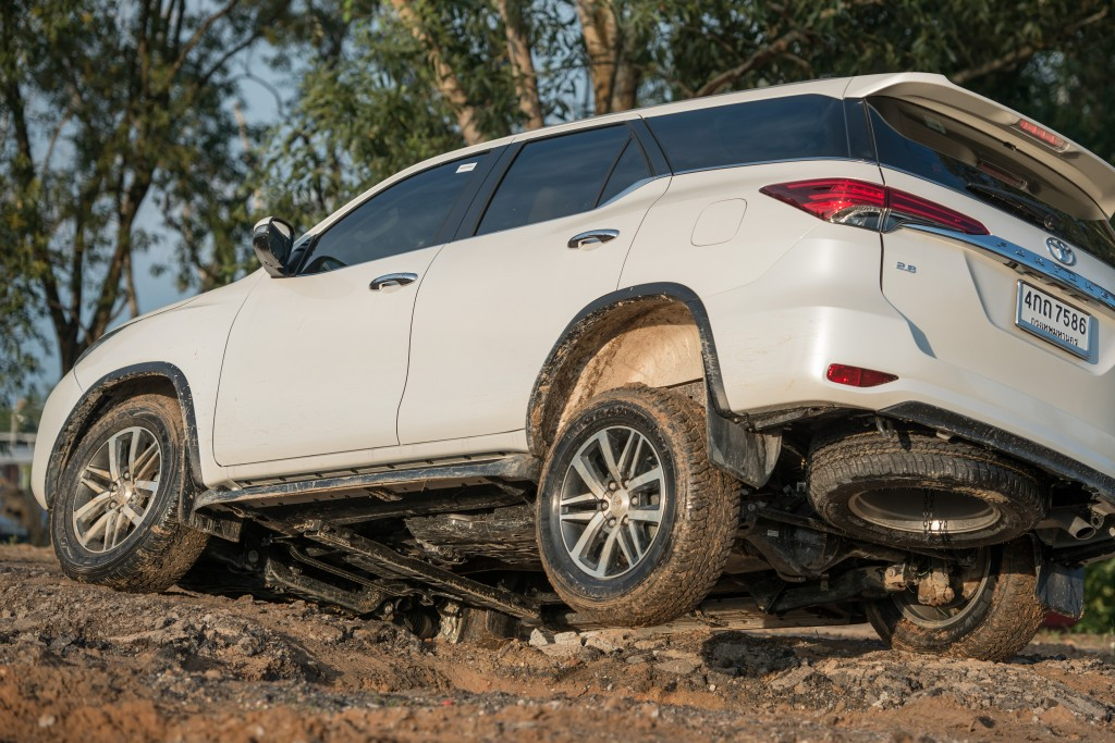 All-New-Fortuner-Off-Road_0011