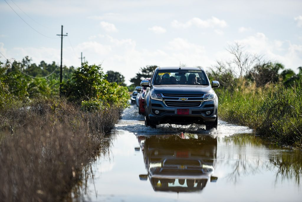chevrolet-flood-relief-03