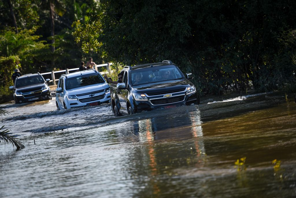 chevrolet-flood-relief-05